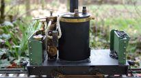 DeWinton  Eigenkonstruktion  Kleine englische Industrie- und Feldbahnlok  Gasgefeuert mit Eigenbau-Keramikbrenner  2-Zylinder doppelt wirkende Maschine, umsteuerbar